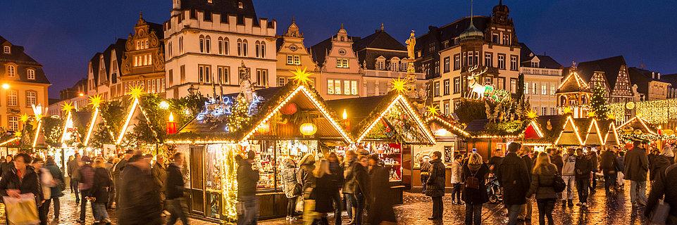 Weihnachtsmarkt Trier auf dem Hauptmarkt, Mosel