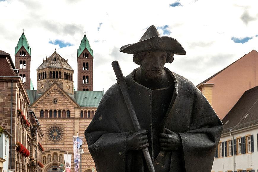 Bronzefigur eines Jakobspilgers vor dem Dom, Speyer