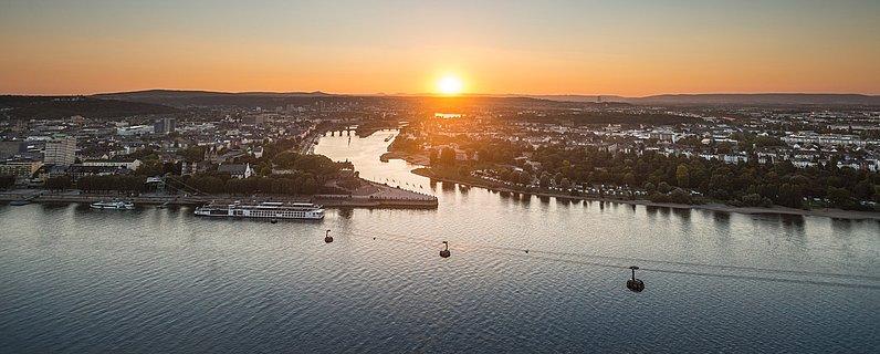 Blick auf das Deutsche Eck in Koblenz, Romantischer Rhein