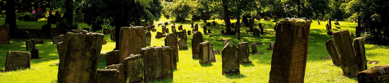 """Grabmäler auf dem jüdischen Friedhof """"heiliger Sand"""" in Worms, Lutherstadt"""