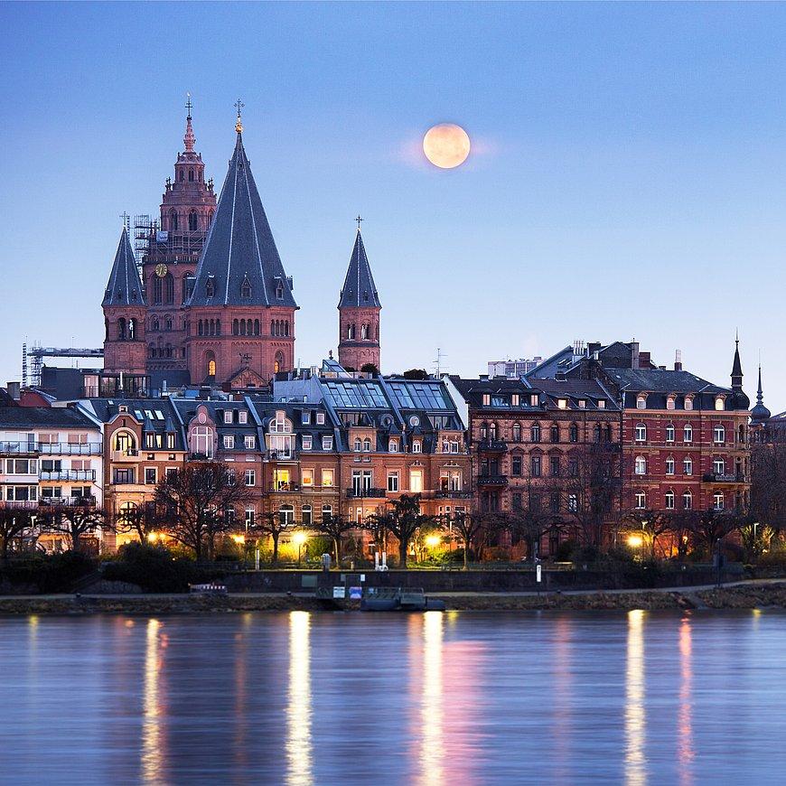 Abendstimmung in Mainz mit Blick auf den Dom, Rheinhessen