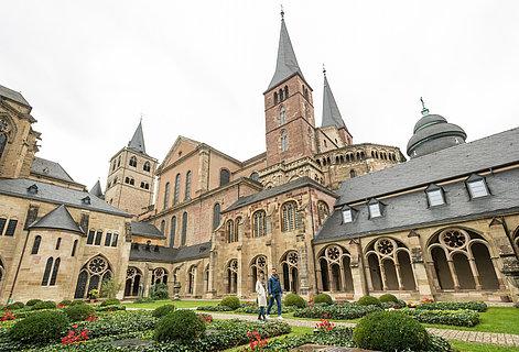 Spaziergang beim Trierer Dom, Mosel