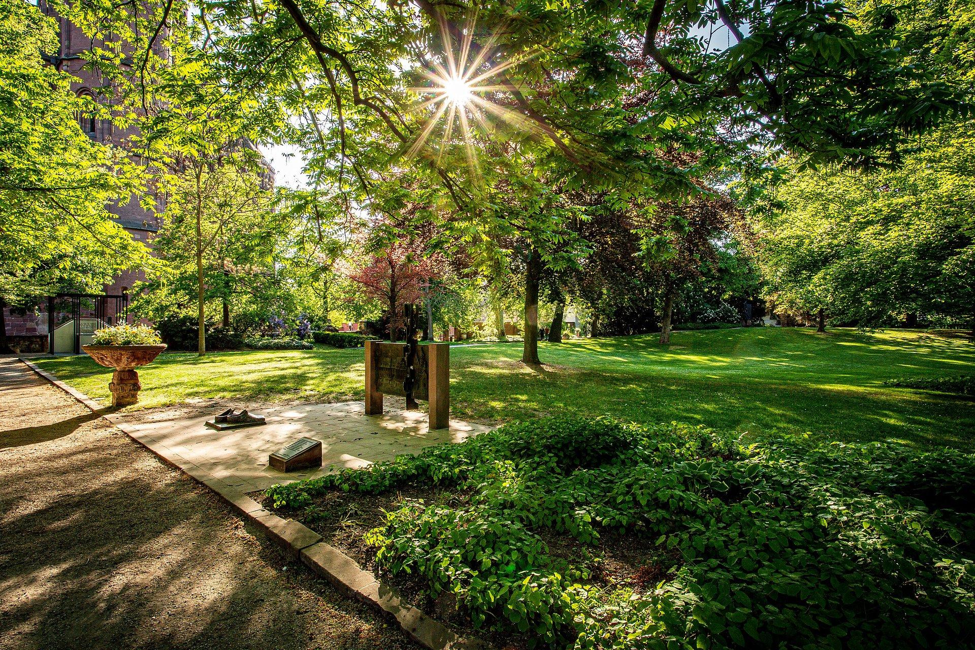 Der Heylshofpark in Worms, Rheinhessen