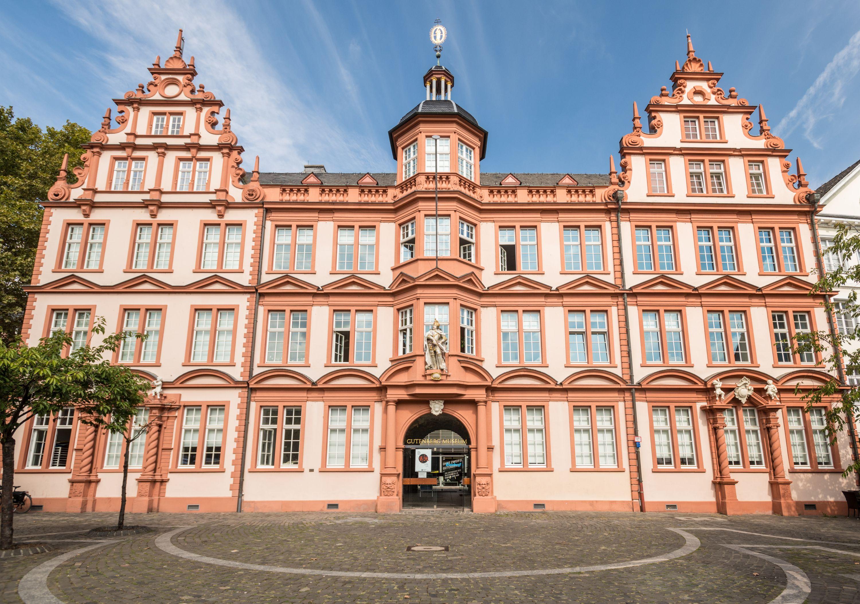 Aussenansicht des Gutenberg-Museums Mainz im Haus zum Römischen Kaiser, Rheinhessen