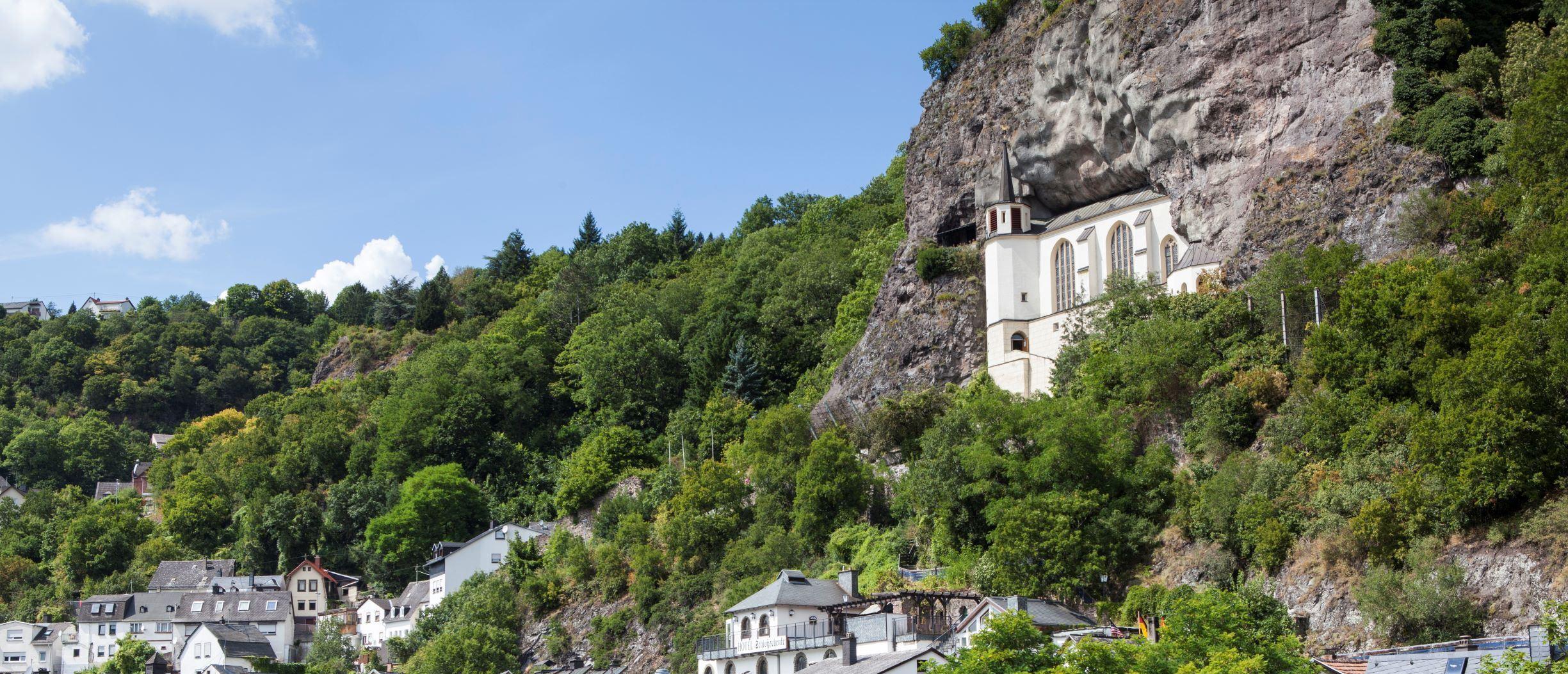 Ausblick auf die Felsenkirche die über Idar-Oberstein thront, EdelSteinLand