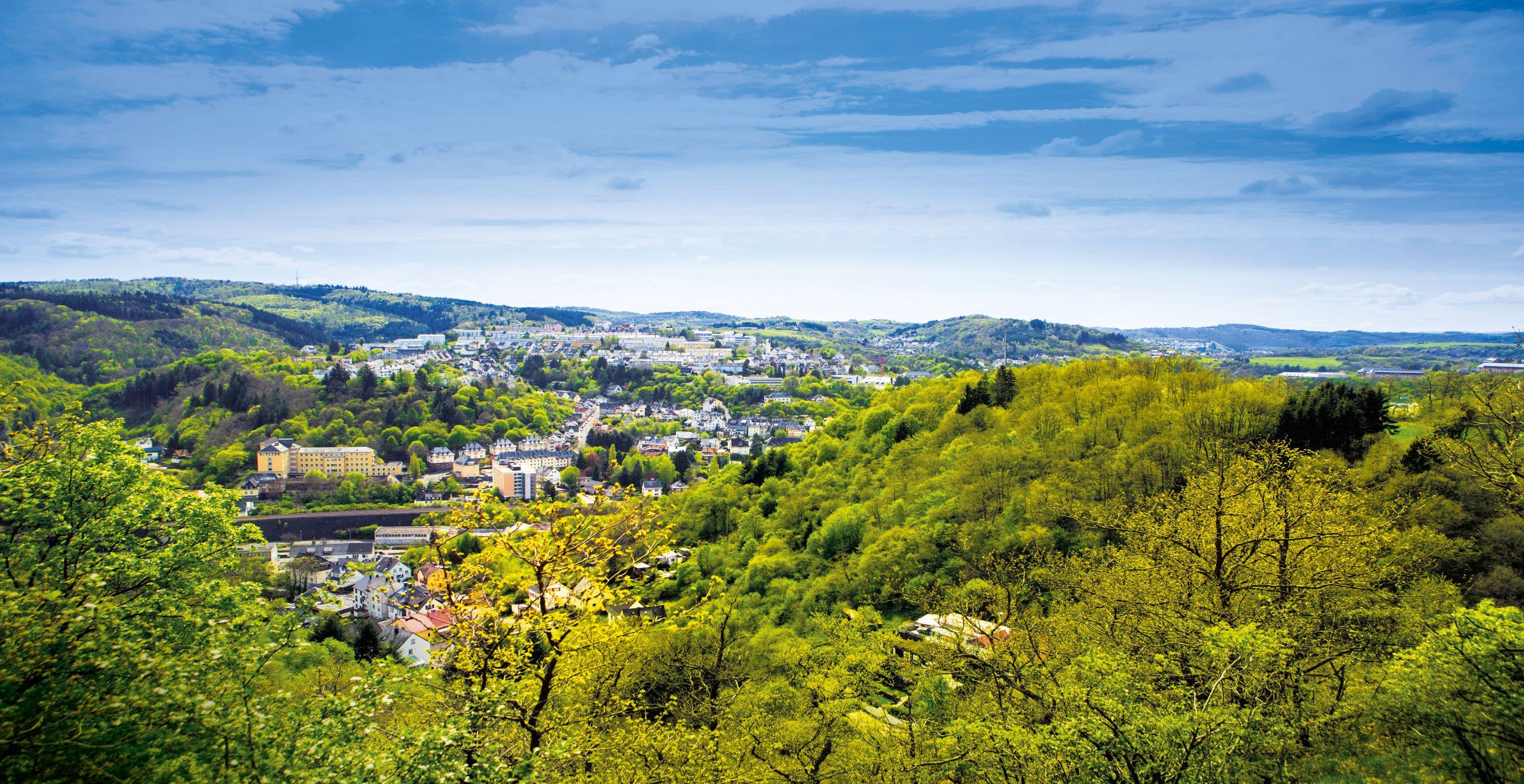 Panoramablick auf Idar-Oberstein und die herrliche Naturkulisse, EdelSteinLand