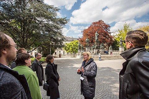 1521 Führung vor dem Lutherdenkmal
